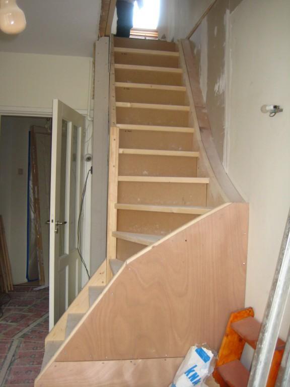 Foto 39 s en filmpjes van doe het zelf trappen for Plaatsen trap