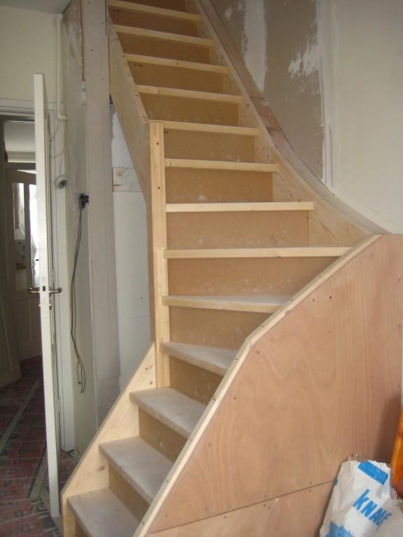 Foto 39 s en filmpjes van doe het zelf trappen for Zelf zoldertrap maken